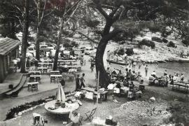 Old photo of the Calanque de Port-Pin in the 1950s