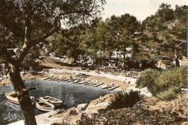 Old photo of the Calanque de Port-Pin in the 1960s